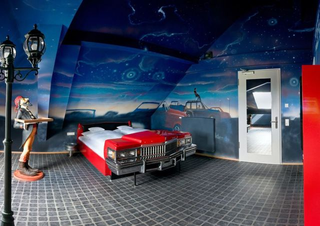 V8 Hotel: Drive-in Cinema Room
