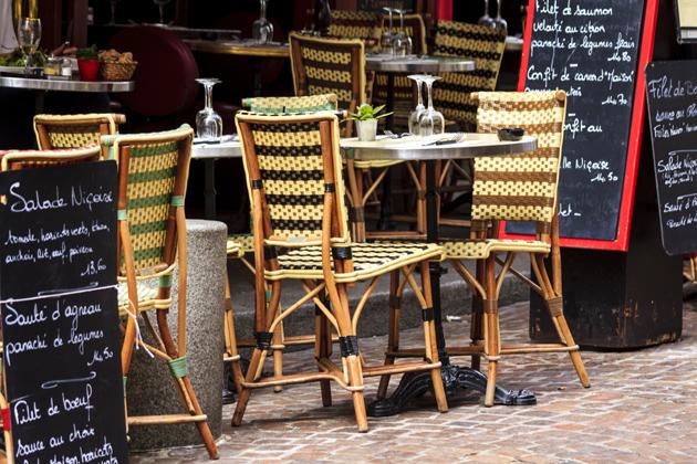 Café at Rue Mouffetard in Paris