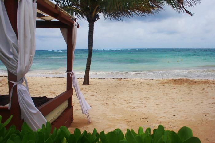 cabanas-by-the-beach-2-700-px