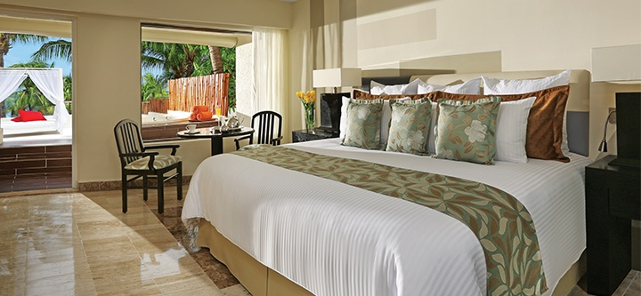 Dreams Sand Cancun Preferred Club Honeymoon Suite