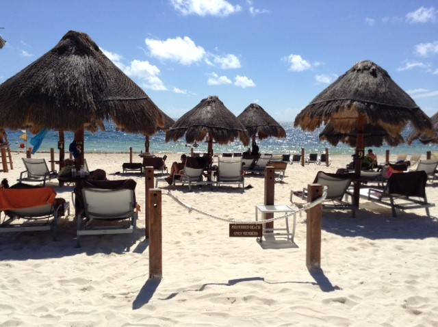 The DREAMS RIVIERA is a 4+ star resort on the beautiful Cancun beach.