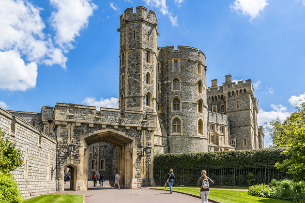 Visit Windsor Castle for a beautiful afternoon in England visiting one of the most popular castles of Europe.