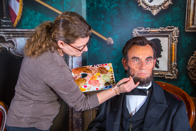 Madame Tussaud's wax museum has no barriers so you can take photos with celebrities