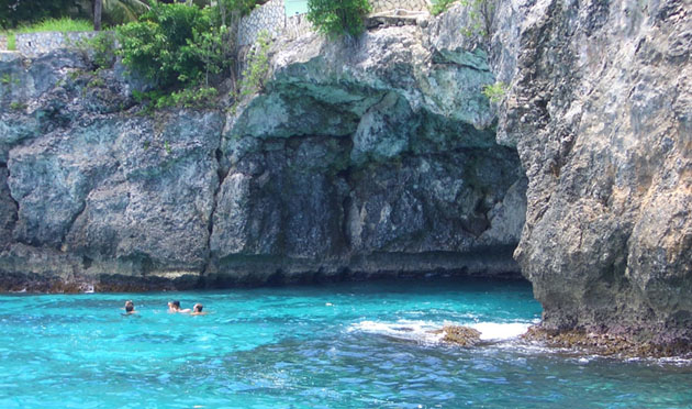 Negril Vacations: cave off Negril coast