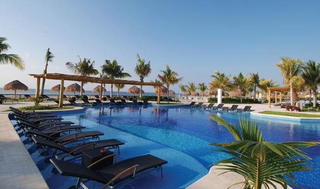 Blue Bay Grand Esmeralda vacation deals for the Mayan Riviera Mexico