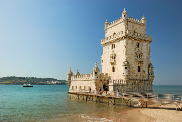 Travel Europe cheap and visit Portugal
