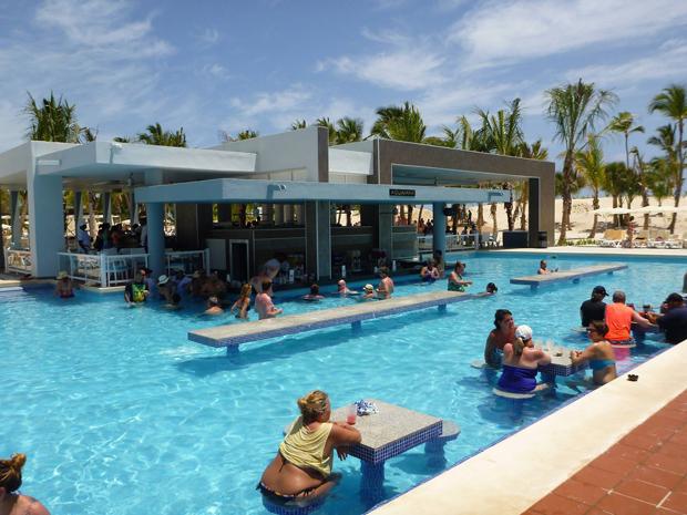 Riu Republica swim-up bar