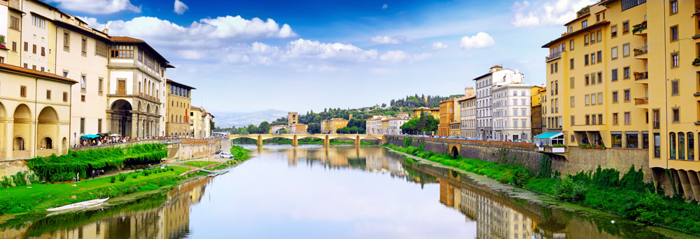 Arno river in Florence (Firenze), Panorama Tuscany, Italy