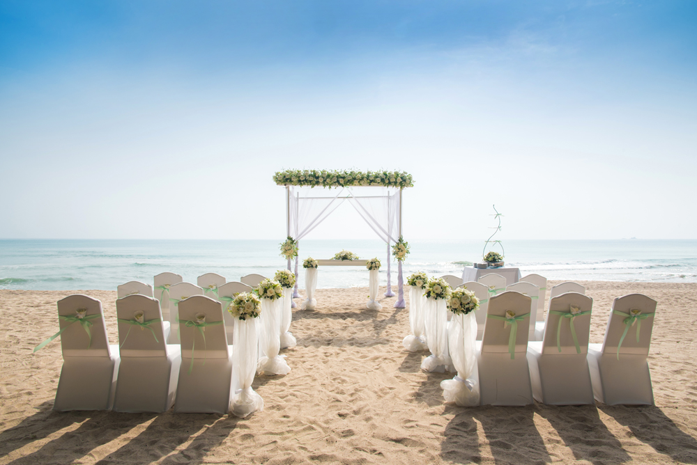 beach-wedding-chairs